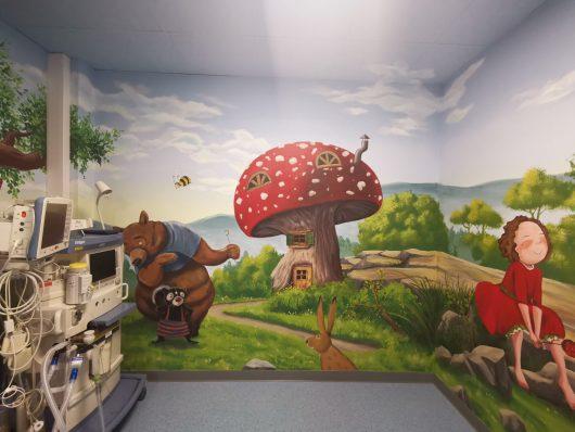 Neue Wandbemalung im OP-Trakt der Kinderklinik